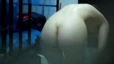 国产潜入女生寝室偷拍睡觉和洗澡的女孩子们12